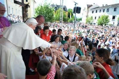 Catholic News - Pope Benedict XVI greeting the faithful while on vacation in Bressanone, Italy, in the Alpine Mountains